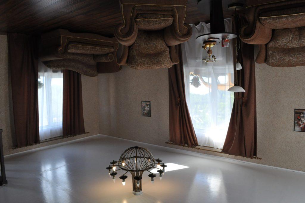 Перевернутый дом Манжерок Алтай