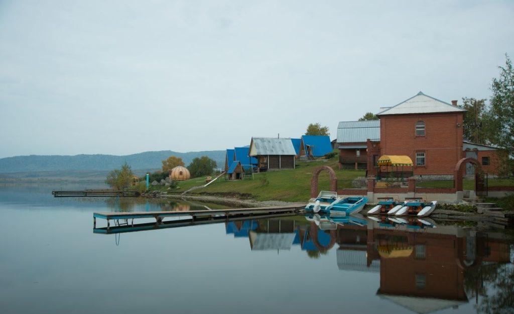 Озеро белое базы отдыха Алтай