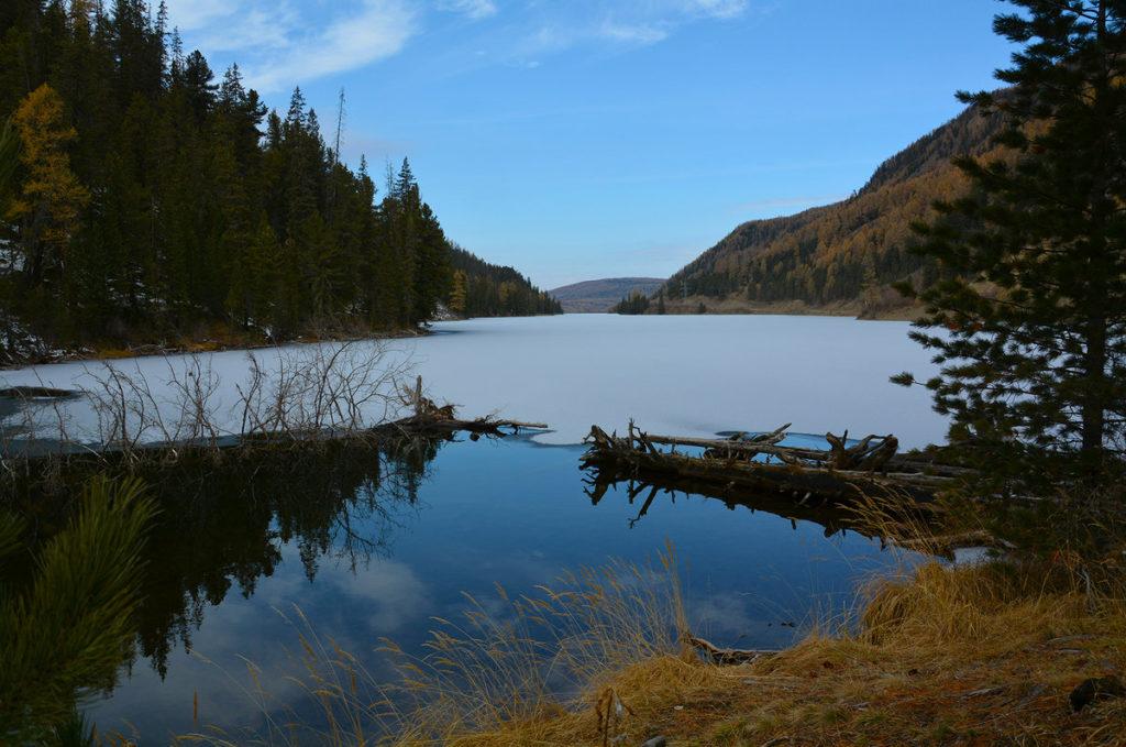 мертвое озеро Алтай