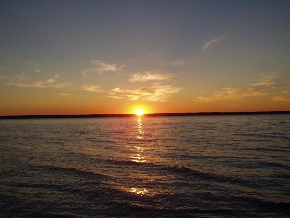 Горькое озеро закат