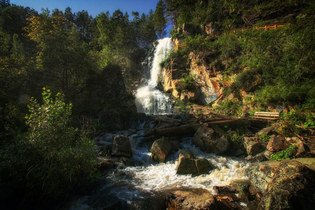 Камышлинский водопад летом