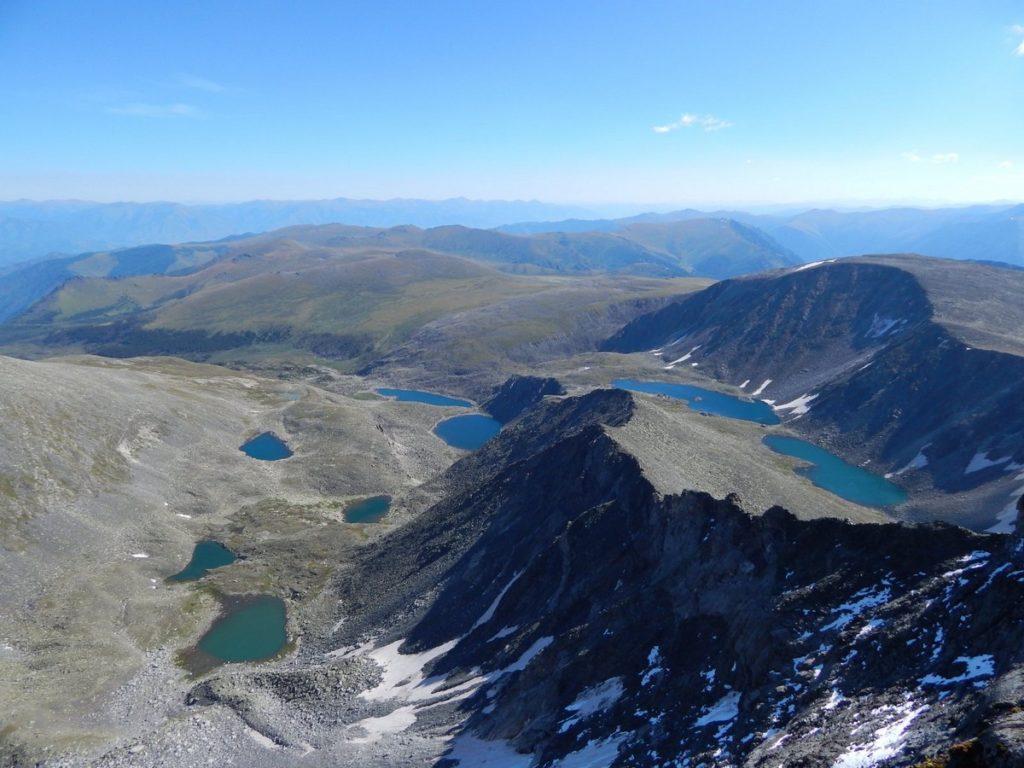 Вид на озера Красной горы