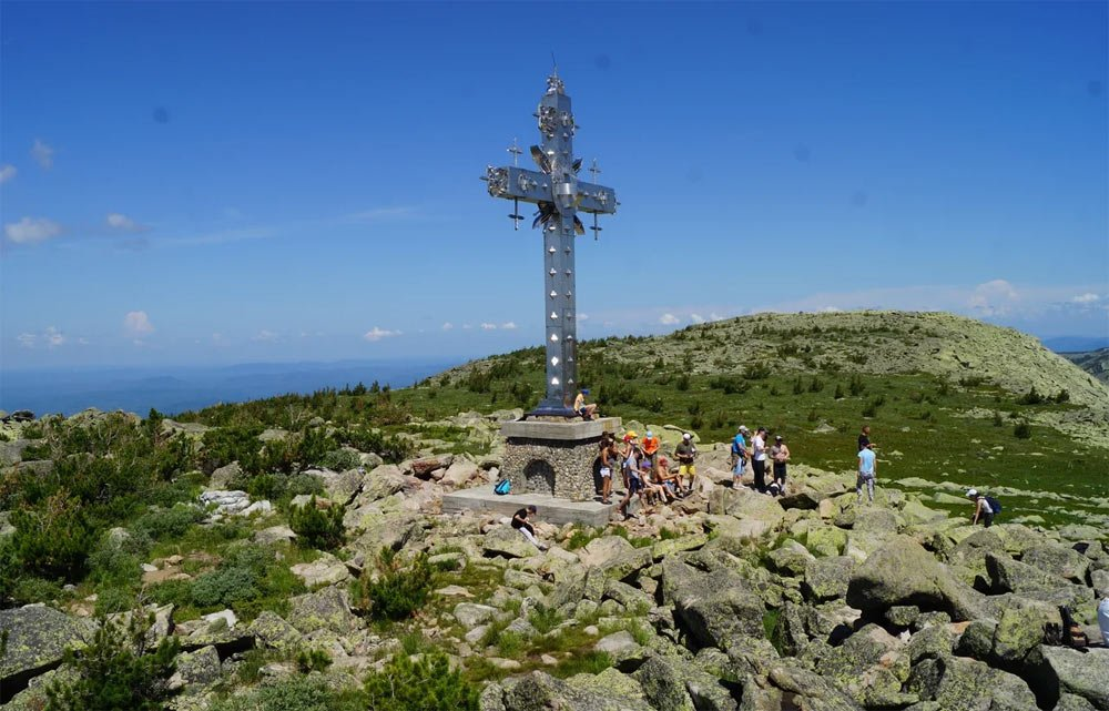 Поеклонный крест летом
