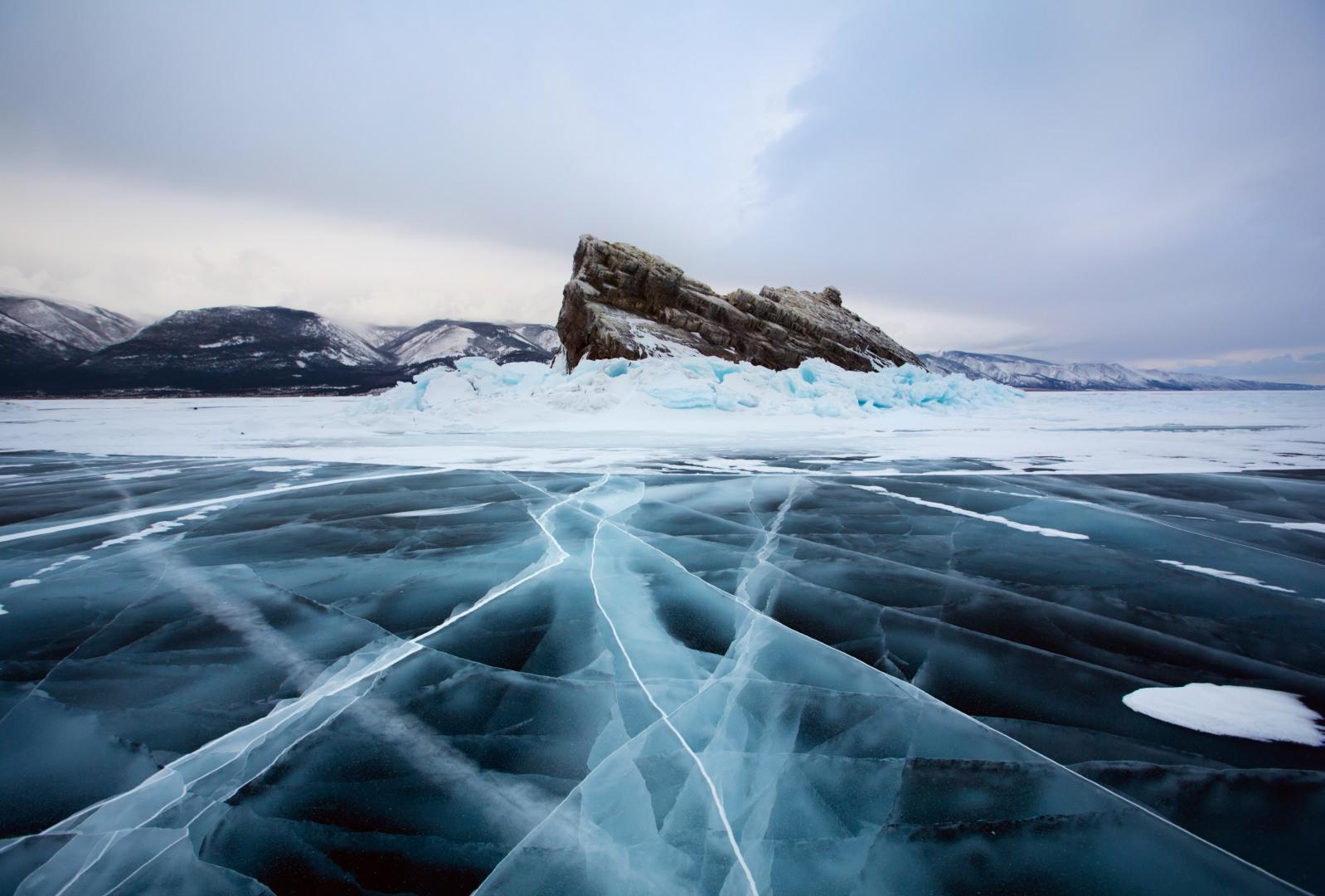 целует щечки фото озера байкал зимой описание белых, серых