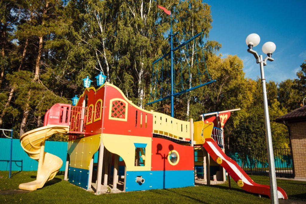 Детская площадка отеля Волна
