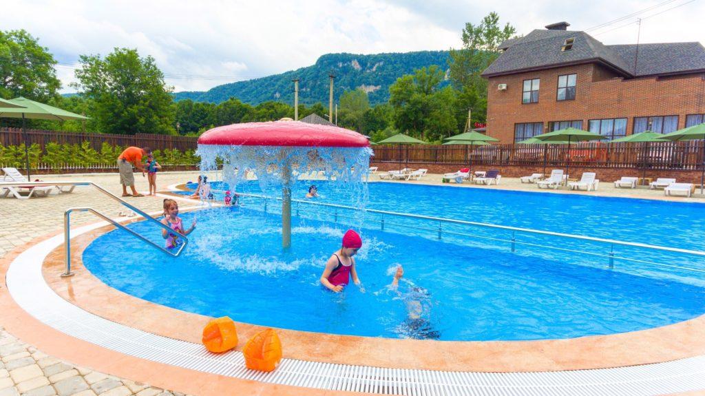 Отель Добрыня бассейн для детей