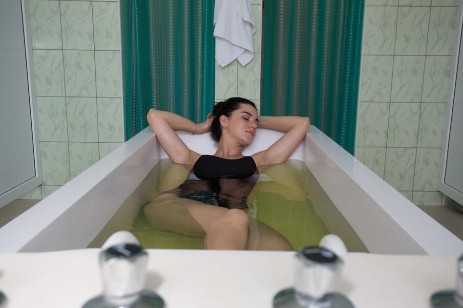 Хвойно-солевые ванны санаторий Изумрудный