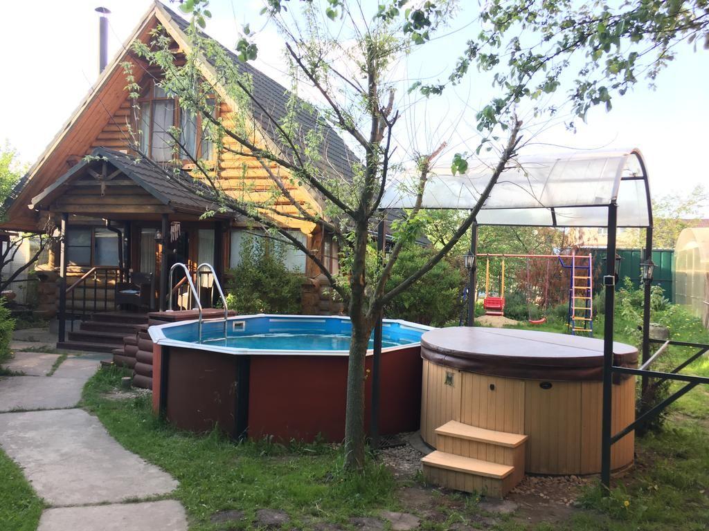 Яблоневый сад Барыбино бассейн