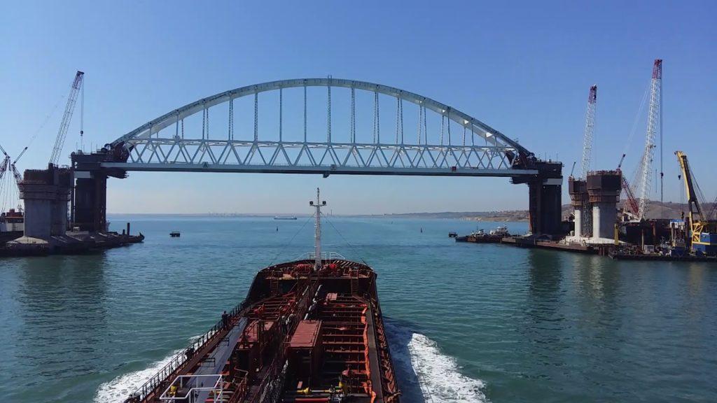 Судоходное передвижение Крымский мост