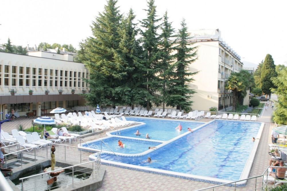 Голден бассейн