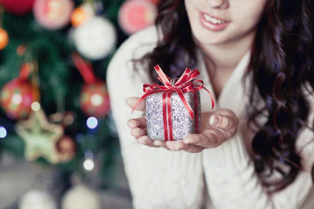 Что подарить жене, девушке или подруге на Новый год